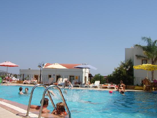 Apartments Ozukara: pool