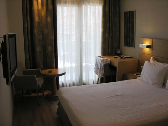 Anatolia Hotel Thessaloniki: towards window