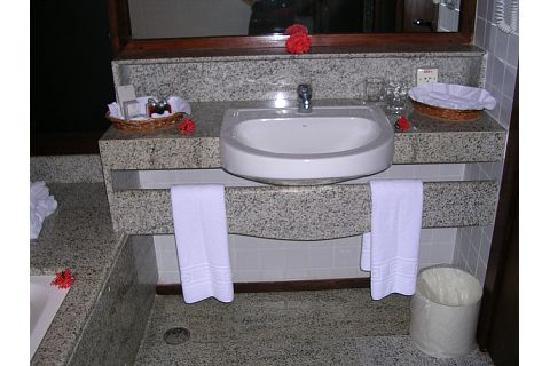 Nannai Resort & Spa: bathroom upon arrival