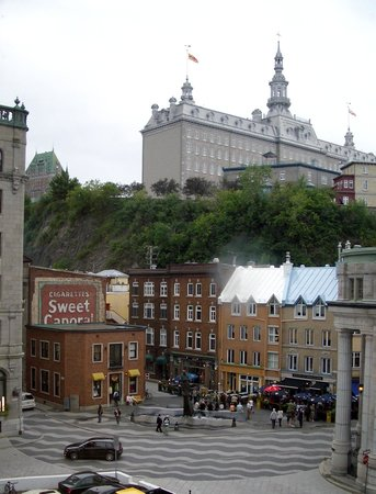 Québec (Stadt), Kanada: old port area looking towards the old town above