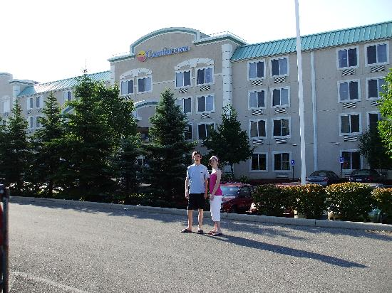 Comfort Inn North Polaris: The front of the hotel