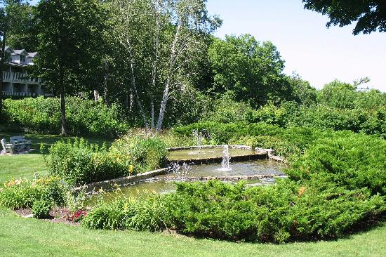 Country House Resort : ponds and fountains
