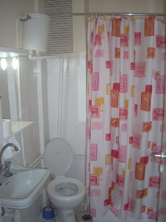 Delfini Hotel: The bathroom.