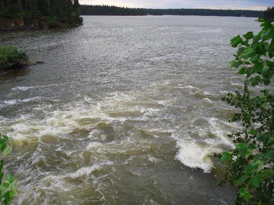 Kwastichewan Falls : Phillips Lake