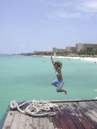 Aruba: flynnie jumps pelican pier