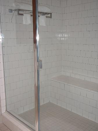 Lodge at Ventana Canyon: Shower