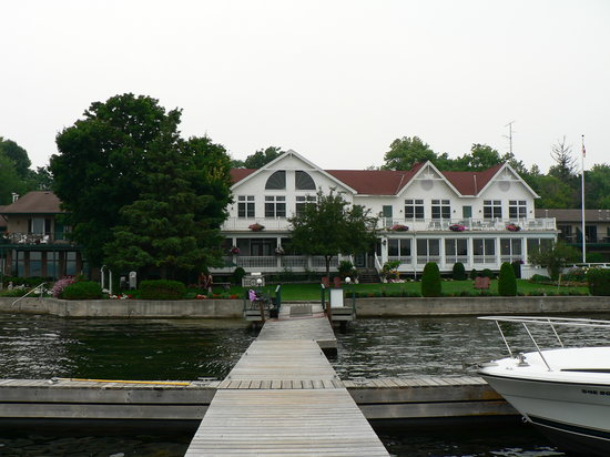 Glen House Resort: Main lodge as seen from dock