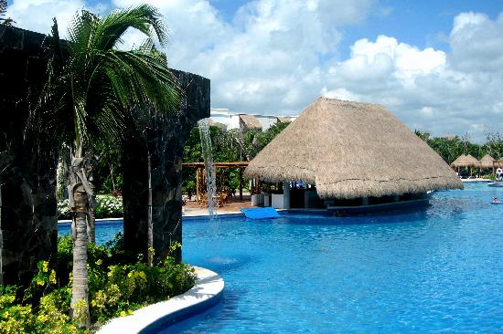 valentin imperial riviera maya pool bar