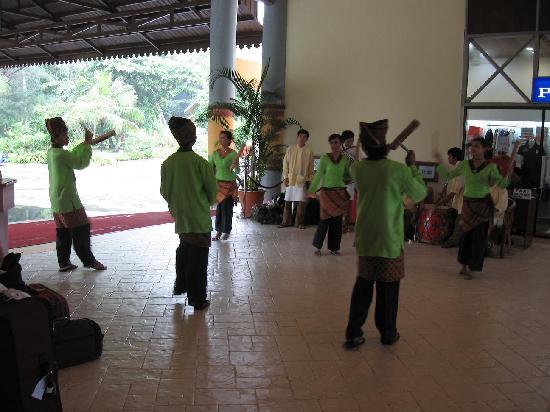 Nirwana Gardens - Mayang Sari Beach Resort: greeted by dancer when we arrived.