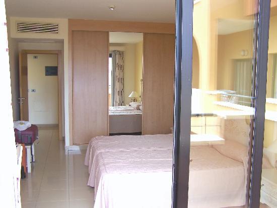 la piscine - Picture of Grand Muthu Golf Plaza Hotel and ...