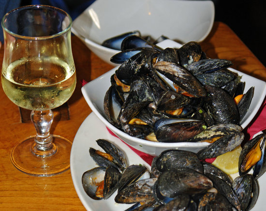 Monks Ballyvaughan : Fresh mussels and tasty wine in Monks Bar and Restaurant