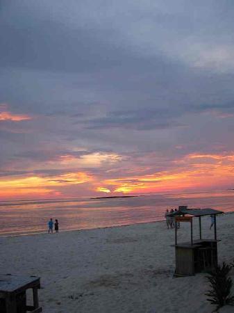 Paradise Cove : Sun Setting
