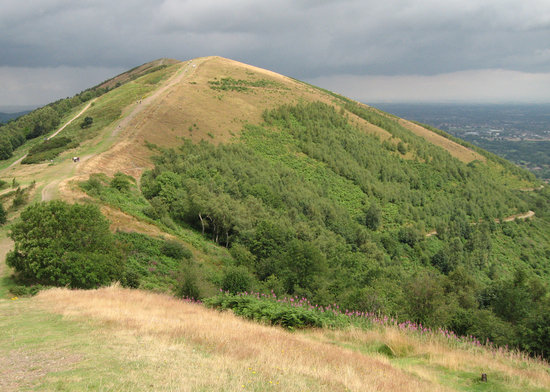 Малверн, UK: Great Malvern, The Malvern Hills, from which the views of Great Malvern and Worcesterare spectac
