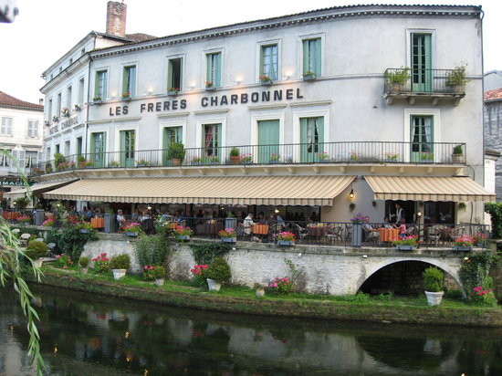 Hotel Restaurant Charbonnel: Hotel and restaurant from across the river