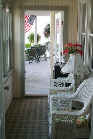 By The Sea Bed and Breakfast: The private sun porch
