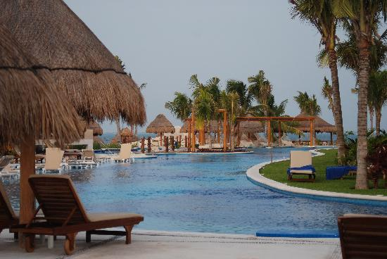 Excellence Playa Mujeres: pool/lazy river around the spa...the ocean in the back