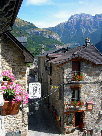 European Restaurants in Torla