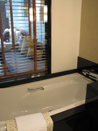Woodlands Hotel & Resort: bathroom