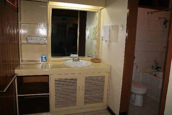 La salle de bain picture of bromo cottages hotel for Salle de bain hotel