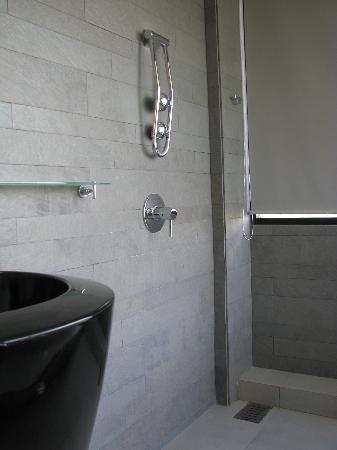 Dune Hua Hin: shower