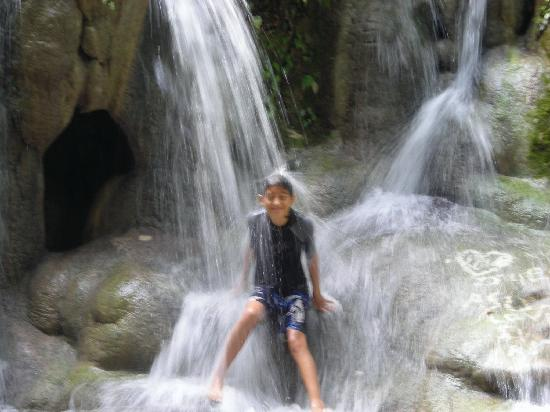 Crystal Paradise Resort: Swimming in the waterfall