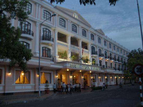 Hotel Saigon Morin: hotel from bridge