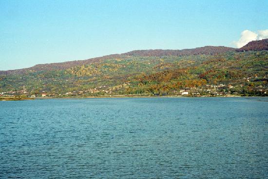 Ramnicu Valcea, Rumania: Acumulation lake of Daesti
