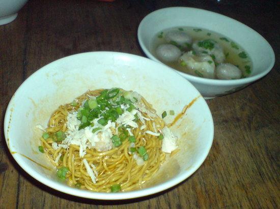 Warung Lela: special sweet noodle
