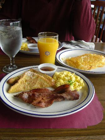 Breakfast at the Breakwater Inn Restaurant, July 2008