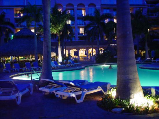 Palm Beach Shores Resort and Vacation Villas: the swimming pool and the hotel at night