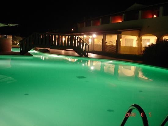 Speraesole: Pool area at night