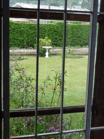 Glendower Hotel: View from the room to the garden