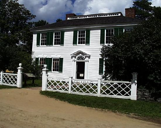 ‪‪Old Sturbridge Village‬: The Salem Towne House Sits at the head of the Common and is the Grandest in the Village‬