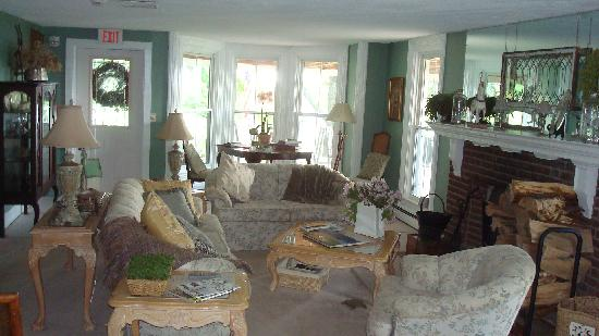 Magnolia Place: Living Room