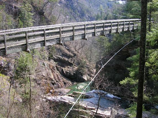 Tallulah Falls, Τζόρτζια: the suspension bridge over the gorge