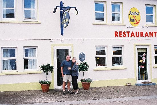 The Old Anchor Inn B&B Annascaul: Kathy & Mike in Annascaul at the Anchor