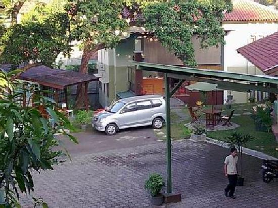 Retanata Home-Stay : view of the resception from the hotel cafe