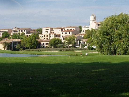 Pierre & Vacances Resort Pont Royal en Provence: vue village