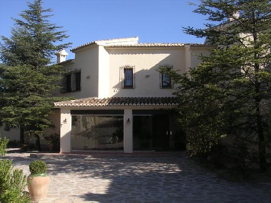 Hotel La Madrugada: Front Entrance