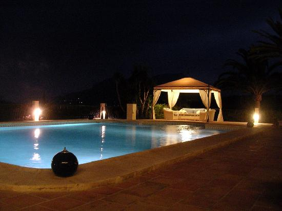 Hotel La Madrugada: Poolside Chill Out at Night