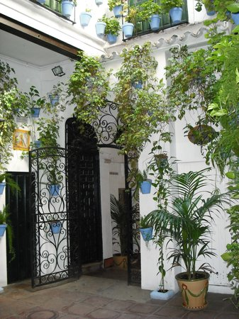 El Pimpi courtyard