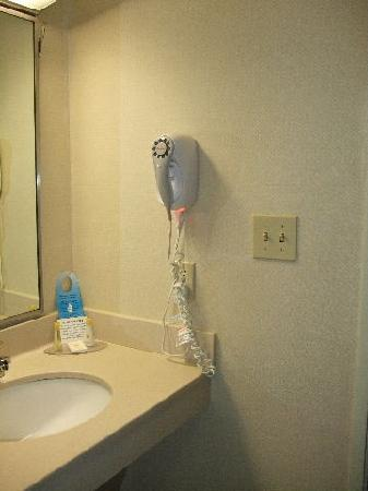 Comfort Inn & Suites: Night Light On Hair Dryer - Good Idea