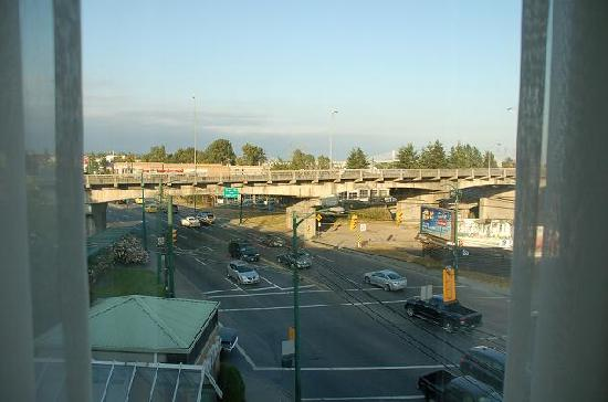 Coast Vancouver Airport: The view from our room