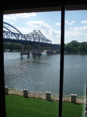 Courtyard La Crosse Downtown/Mississippi Riverfront: The beautiful view from a riverside room.