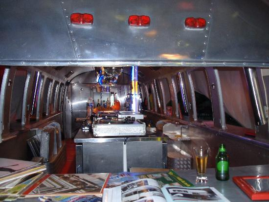 Belrepayre Airstream & Retro Trailer Park: Inside appollo lounge