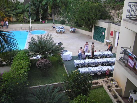Santa Cruz Village Hotel: Setting up for dining and dancing