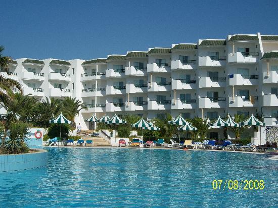 Vincci El Mansour: vue arrière de l'hôtel, piscine