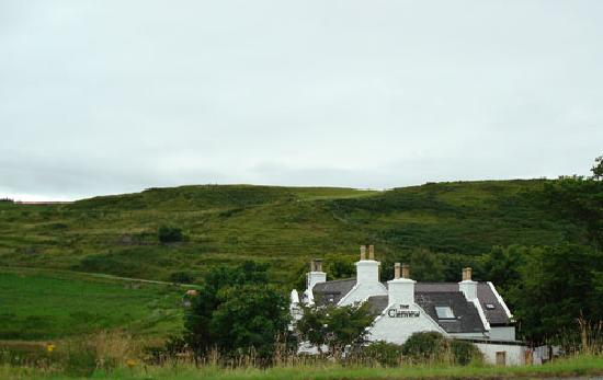 Staffin, UK: The hotel seen from the road