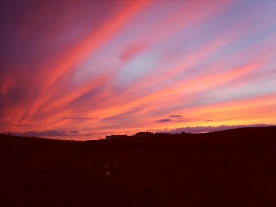 Cleggan, Irland: Sky over Cnoc Breac Unretouched !!