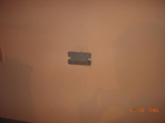 Marine View Hotel : wall outlet